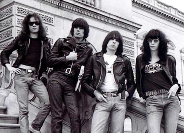 The Ramones: I Wanna Be Sedated (testo canzone)